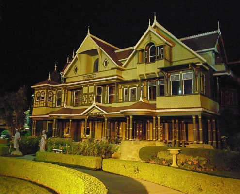 The Winchester Mystery House. Image by Naotake Murayama on Flickr CC BY