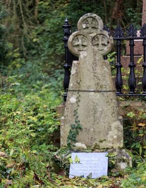 William Budd's grave, Arnos Vale Cemetery © Katherine Conlon